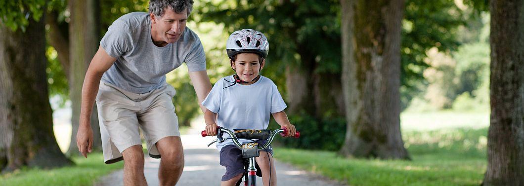 Nauka jazdy dla najmłodszych - czas na rower! - ilustracja
