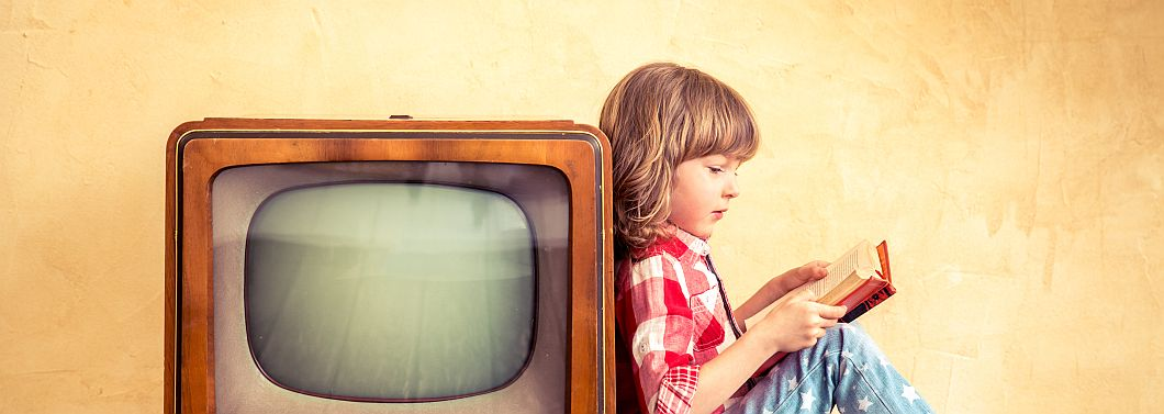 Książka vs TV - ilustracja