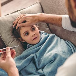 Kiedy koniecznie iść z dzieckiem do lekarza?  - okładka