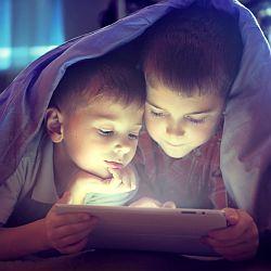 Dziecko, a serwisy społecznościowe - okładka