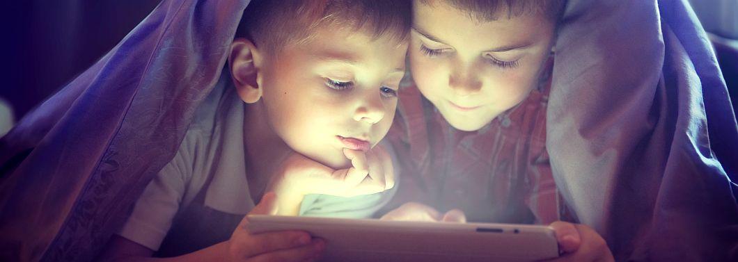 Dziecko, a serwisy społecznościowe - ilustracja