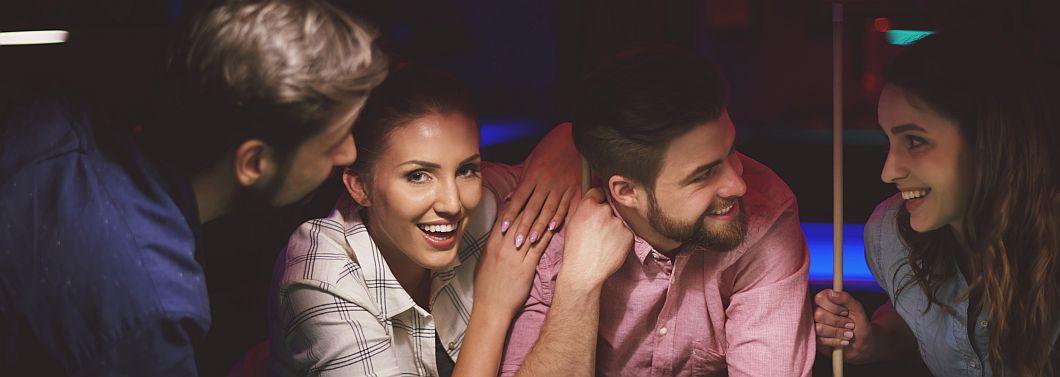 Wyjeżdżasz na wakacje z bezdzietną parą? Nie mów tego na głos! - ilustracja